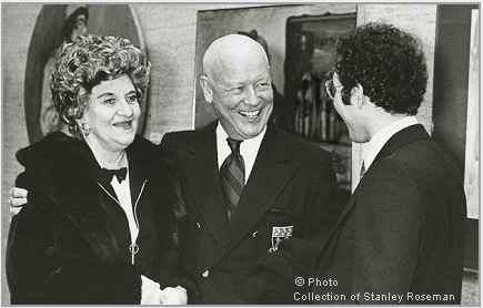 "Hermione Gingold (left), Francis Robinson (center), and Stanley Roseman at the opening of the exhibition ""Stanley Roseman - The Performing Arts in America,"" Library and Museum of the Performing Arts, Lincoln Center, 1977. © Stanley Roseman"