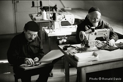Stanley Roseman drawing Père Robert in the tailor shop at the Abbey of La Trappe, 1998. © Photo by Ronald Davis